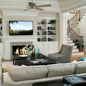 Плюсы и минусы телевизора над камином
